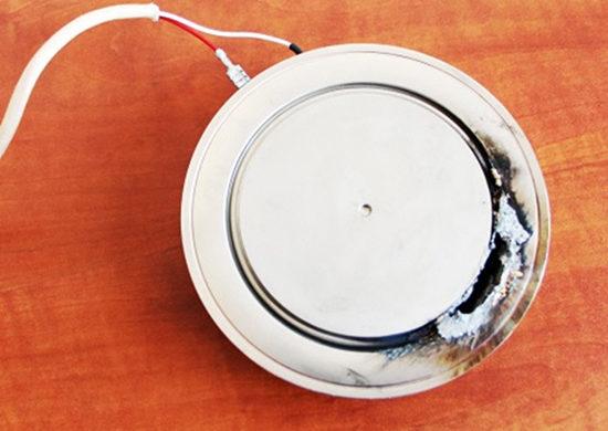 Rys. 4. Tyrystor mocy uszkodzony podczas przepływuzbyt dużego prądu zwarciowego